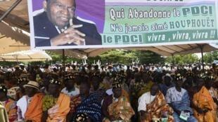 Le père de la nation ivoirienne, Félix Houphouët-Boigny, sur une affiche de meeting PDCI, le 19 octobre 2019 à Abidjan.