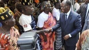 Allassane Ouattara (d) adoubé par les chefs coutumiers à Yamoussouko, le 15 novembre 2010.