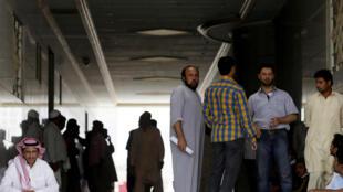 Những người lao động nhập cư làm việc cho công ty Bin Laden hiện đang mất khả năng chi trả.