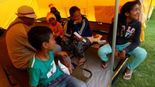 Família de venezuelanos em campo de refugiados em Bogotá na Colômbia. 13/11/18
