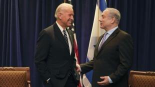 Le vice président des Etats-Unis, Joe Biden (G) et le Premier ministre israélien, Benjamin Netanyahu lors d'une conférence à la Nouvelle Orléans, le 07 novembre 2010.