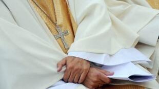 église évêques france prêtre