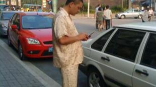 Il n'y a pas d'heure pour croiser un pyjama. Un habitant du quartier de Jing'An envoie un SMS.