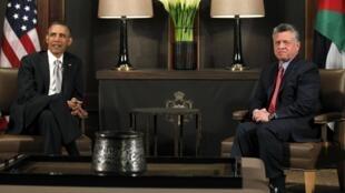 Le président américain Barack Obama (g) reçu par le roi Abdallah II de Jordanie, à Amman, le 22 mars 2013.