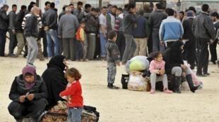 Des Syriens dans le camp jordanien de Zaatari, le 25 janvier 2012.