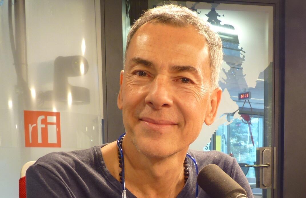 Rolf Abderhalden en los estudios de RFI