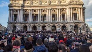 不满政府退休改革  巴黎歌剧院发起露天音乐会              2020年1月18日