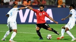 Mohamed Salah marquant le deuxième but de l'Égypte face à la RDC.