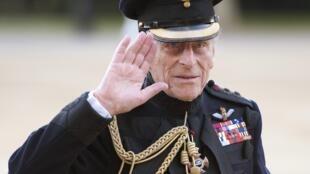 O duque de Edimburgo, príncipe Philip, teve um mal-estar e foi operado ontem às pressas.