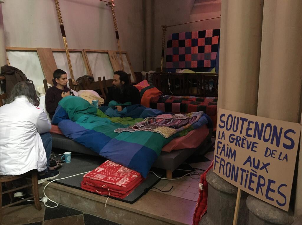 Grévistes de la faim à Calais. Photo-1