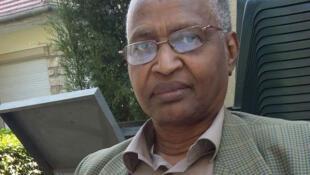 Acheik Ibn Oumar, ancien ministre des Affaires étrangères du Tchad vit en exil en France, où il représente l'opposition tchadienne.
