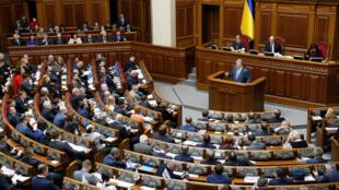 Зал заседаний Верховной рады в Киеве