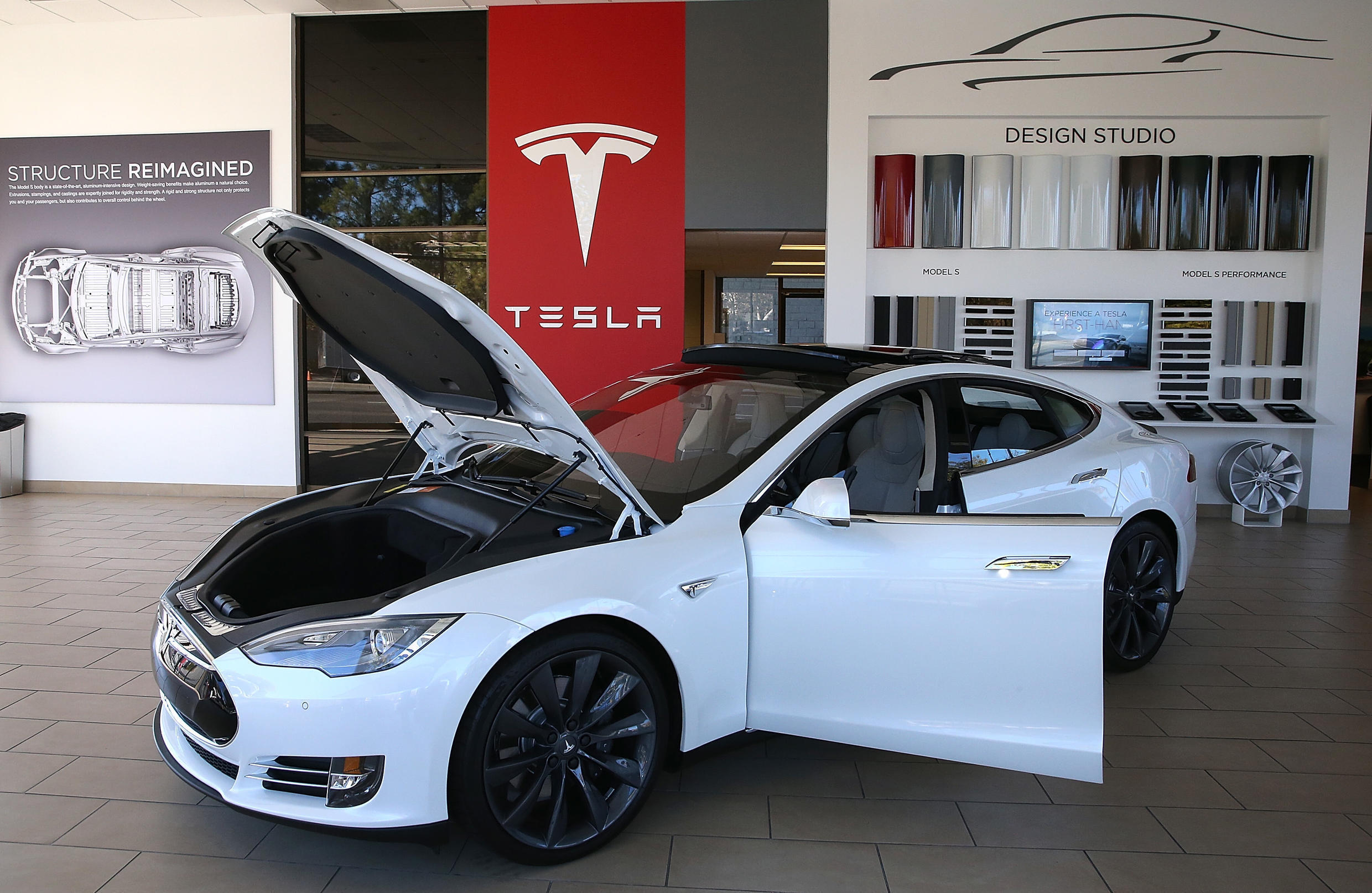 Tesla plans a massive recall of Model S sedans and Model X SUVs to fix a computer memory issue that could cause the backup camera and other saftey features to fail