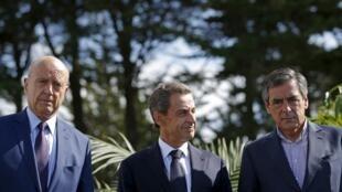 Alain Juppé (g), François Fillon (d) déjà candidats déclarés à la primaire et Nicolas Sarkozy (c) dont on attend la candidature. Ici, à La Baule, le 5 septembre 2015.