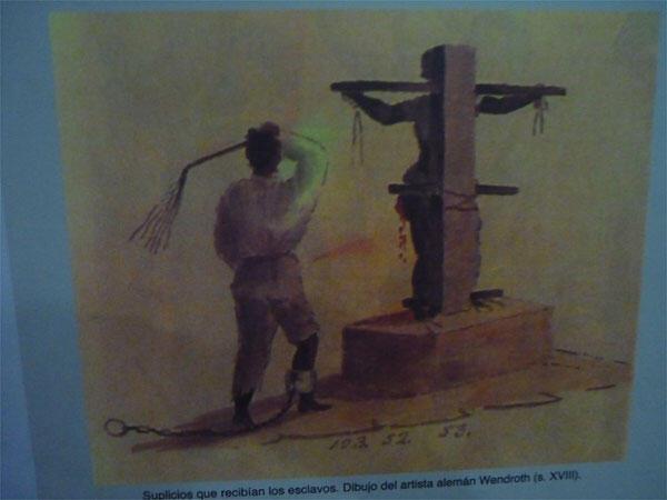 Castigos infligidos a  esclavos 'cimarrones'. Los cimarrones fueron los esclavos que huyeron al monte buscando la libertad y que crearon poblados autoabastecidos, una memoria enterrada que las excavaciones han sacado a la superficie.