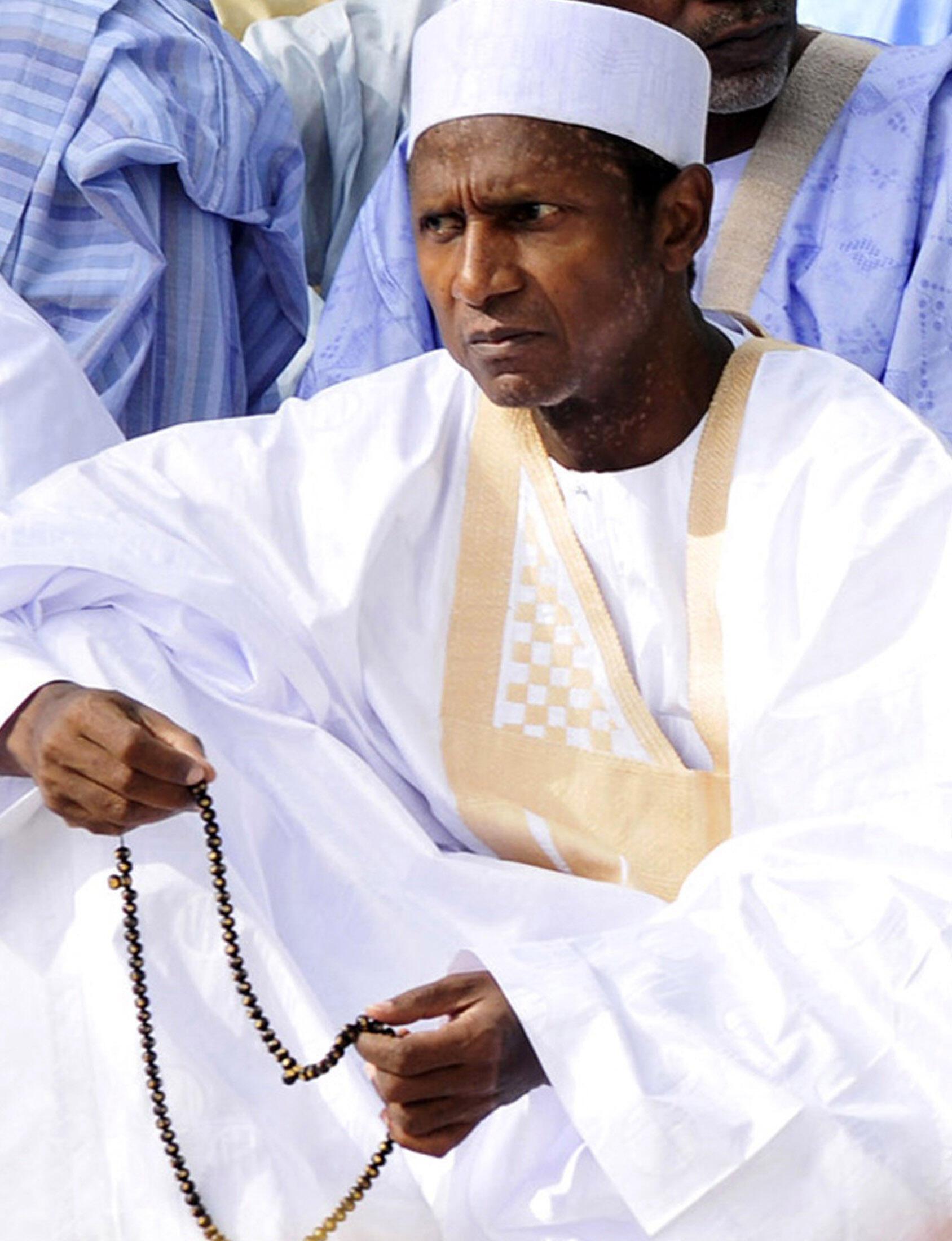 Le 26 septembre 2009, le président nigérian Umaru Yar'adua, participait à une prière à Abuja.