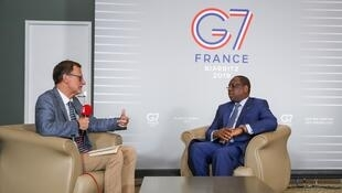 Le président sénégalais Macky Sall répondant aux questions de RFI, à Biarritz, le 24 août 2019.