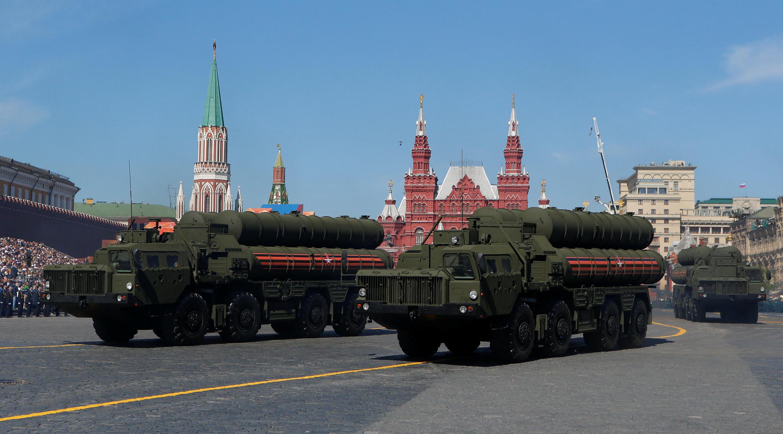 С-400 во время парада на Красной площади 9 мая.