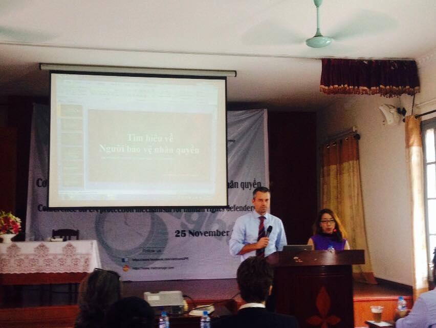 """Tọa đàm về """" Cơ chế Liên hiệp quốc về bảo vệ Người bảo vệ nhân quyền ở Việt Nam"""" tại Thái Hà, Hà Nội ngày 26/11/2014."""