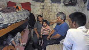 Une habitation dans le bidonville de Villa Jardin, dans la périphérie de Buenos Aires, en Argentine, le 3 décembre 2013.