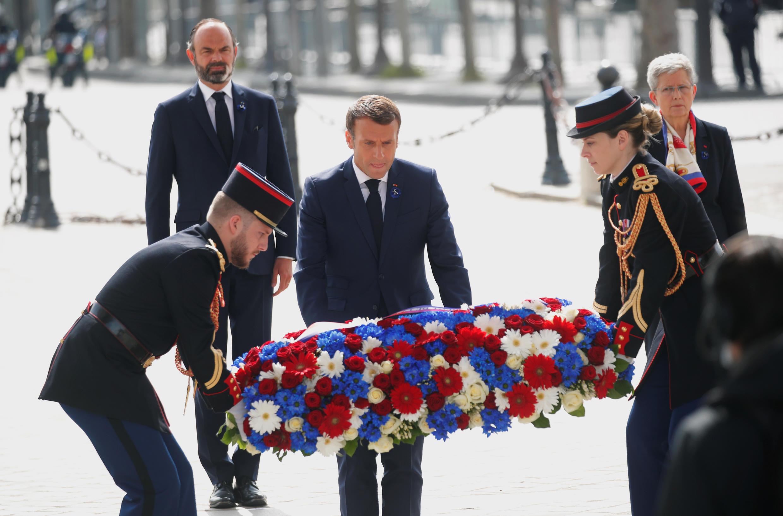 Церемония у Триумфальной арки в Париже 8 мая 2020.