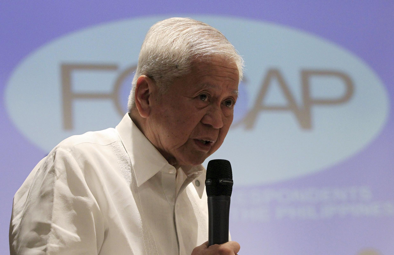 Ảnh tư liệu: Ngoại trưởng Philippines Albert del Rosario họp báo ngày 26/03/2015.