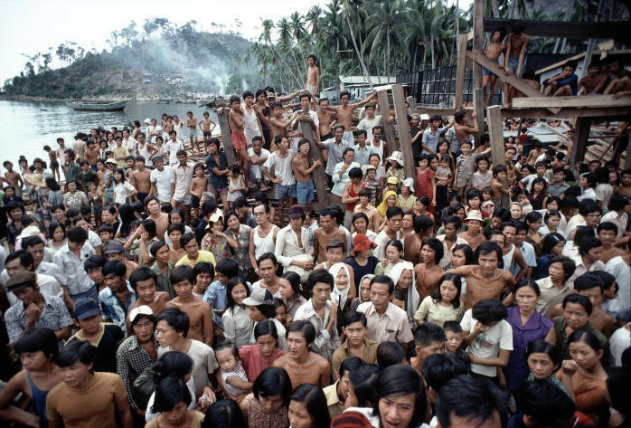 Người Việt tại trại tị nạn Pulau Bidong, Malaysia. Trại này có khoảng 36.000 người tị nạn Việt Nam (08/1979).