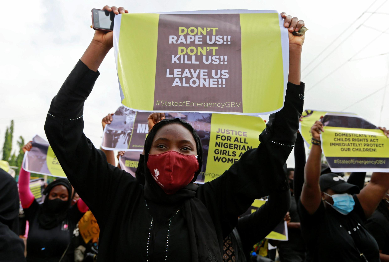 Cette décision fait suite à la vague d'indignation qui avait saisi le Nigeria au sortir de confinement, après une série de viol de femmes et de très jeunes enfants à travers le pays. (ici une manifestationà Abuja, en juin)