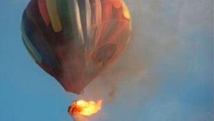 O balão fotografado em chamas, em Luxor, no Egito.