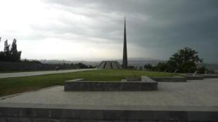 Цицернакаберд – мемориальный комплекс в Ереване, посвящённый жертвам геноцида армян в 1915 году