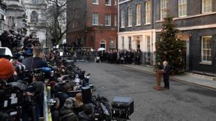 Le Premier ministre britannique Boris Johnson devant le 10 Downing Street à Londres le 13 décembre 2019.