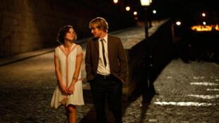 伍迪 艾伦的影片《午夜巴黎》是导演献给巴黎的一部充满文化和浪漫气息的影片。