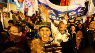 图为厄瓜多尔支持保守派候选人拉梭的选民表达失望