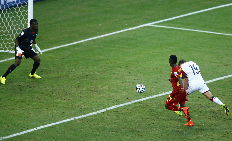 Mario Götze  akifanya mashambulizi dhidi ya Ghana