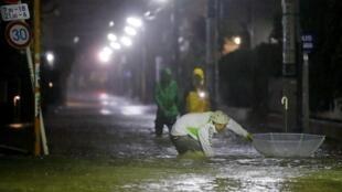 Улицы Токио затоплены в результате «беспрецедентных осадков», 12 октября 2019 года