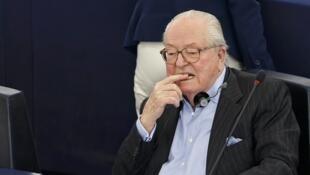 Jean-Marie Le Pen exerce mandato de deputado no Parlamento Europeu.