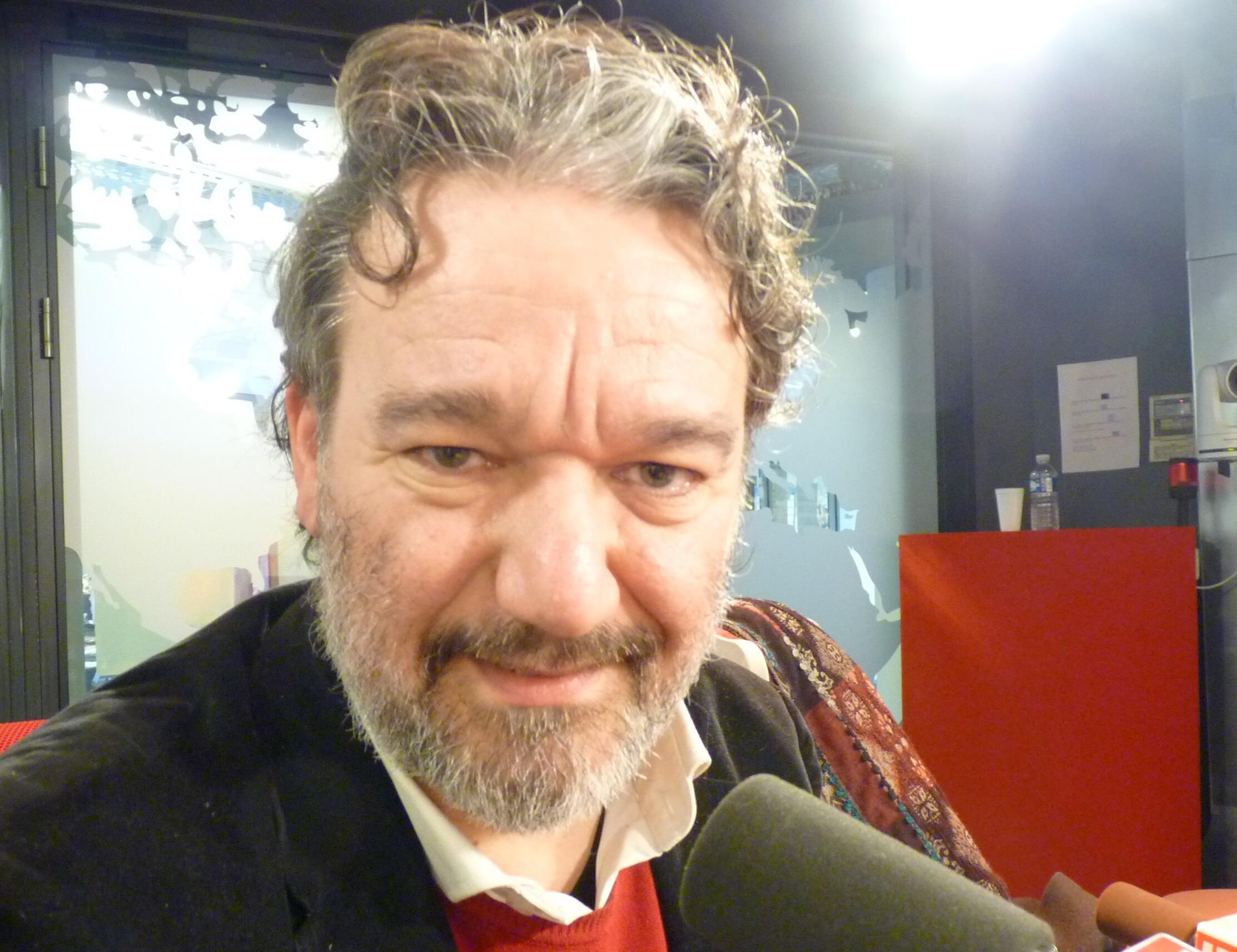 El escritor y periodista argentino Fernando M Blasco enlos estudios de RFI