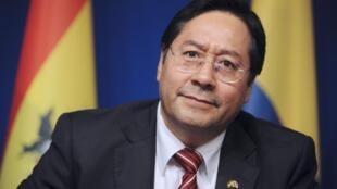 Luis Arce cuando era ministro de Economía, en junio de 2015, en París.