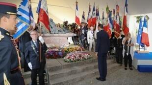 Le Premier ministre Edouard Philippe a présidé la cérémonie de commémoration de la rafle du Vel d'Hiv (1942), et a rappelé la «trahison» de la France et de ses valeurs, s'inscrivant dans les pas de Jacques Chirac en 1995.