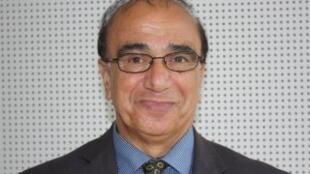 حسن منصور، استاد اقتصاد در انگلستان