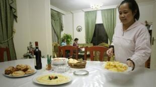 Depuis le 1er janvier 2013, les employés de maison on le droit à un jour de repos par semaine.
