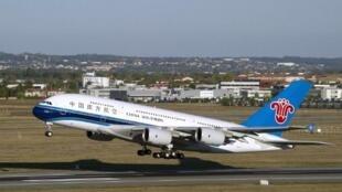 Airbus A380, ndege ya shirika la ndege la China Southern Airlines Oktoba 14, 2011.