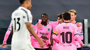 Ousmane Dembélé (au centre) a ouvert le score pour le FC Barcelone sur le terrain de la Juventus Turin, ce 28 octobre 2020, en Ligue des champions.