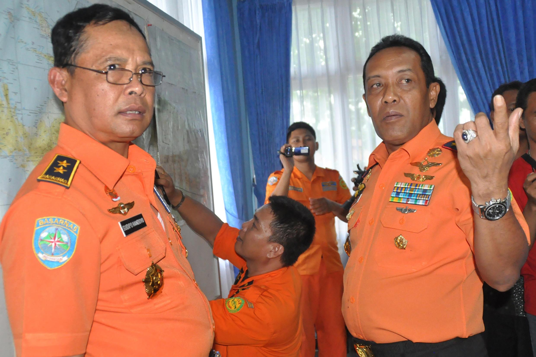 Les équipes nationales indonésiennes de recherches et de secours, photographiés le 17 août 2015 au centre de crise de Jayapura.