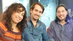 Andrea Pujado, Tomás Bordalejo y Juan Cruz Suarez en los estudios de RFI.