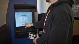 Primeiro caixa eletrônico da moeda virtual bitcoin foi inaugurado na semana passada em Vancouver (Canadá).