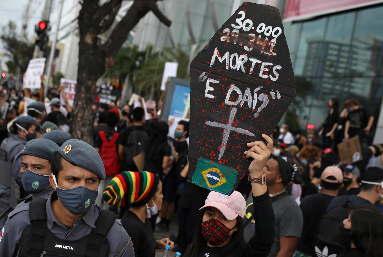 2020-06-02T223315Z_954406396_RC2A1H9ERD6J_RTRMADP_3_BRAZIL-POLITICS