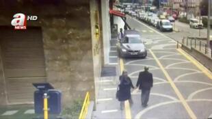 Capture d'écran d'une image de vidéosurveillance montrant Jamal Khashoggi et sa fiancé le 2 octobre à Istanbul, sur leur route en direction du consulat d'Arabie saoudite.