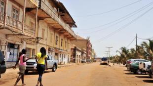 Bissau: arquitectura tradicional coabita com a moderna