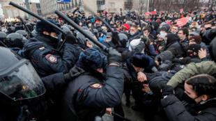 2021-01-27T172855Z_345225348_RC2HGL9H7J7V_RTRMADP_3_RUSSIA-POLITICS-NAVALNY-PROTESTS